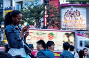 Mai multe telefoane mobile decât oameni, până în 2015