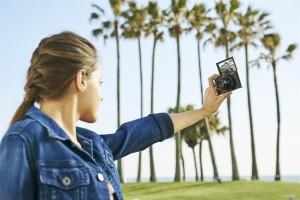 Camere compacte Sony cu zoom optic de 30x