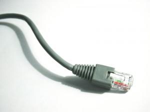 Internet prin cablul TV