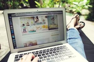 Peste jumatate dintre romanii cu internet citesc bloguri
