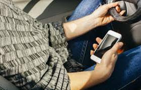 7 din 10 soferi folosesc telefonul in timp ce conduc