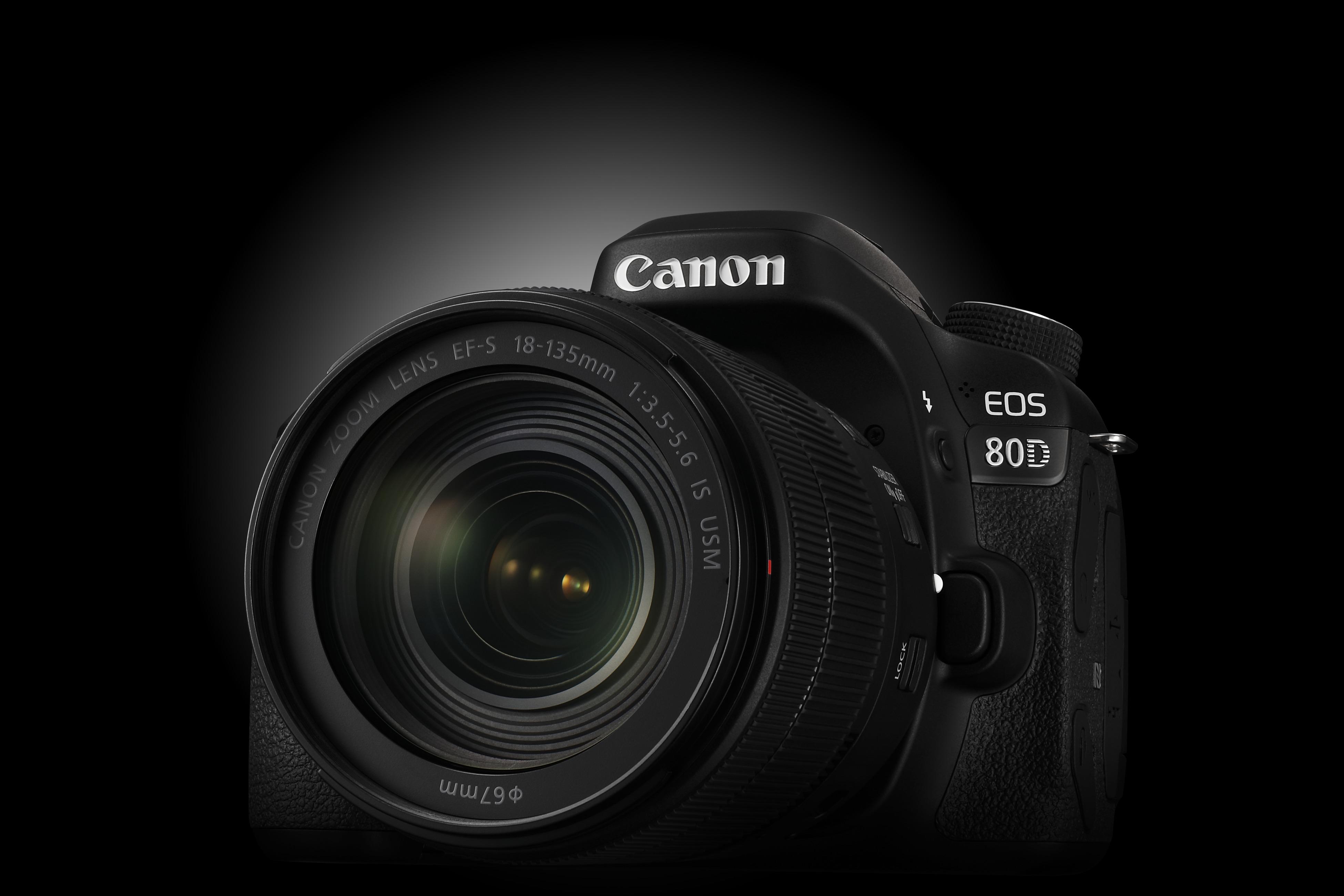 Ce lansează liderul pieţei aparatelor foto digitale cu obiective interschimbabile în 2017