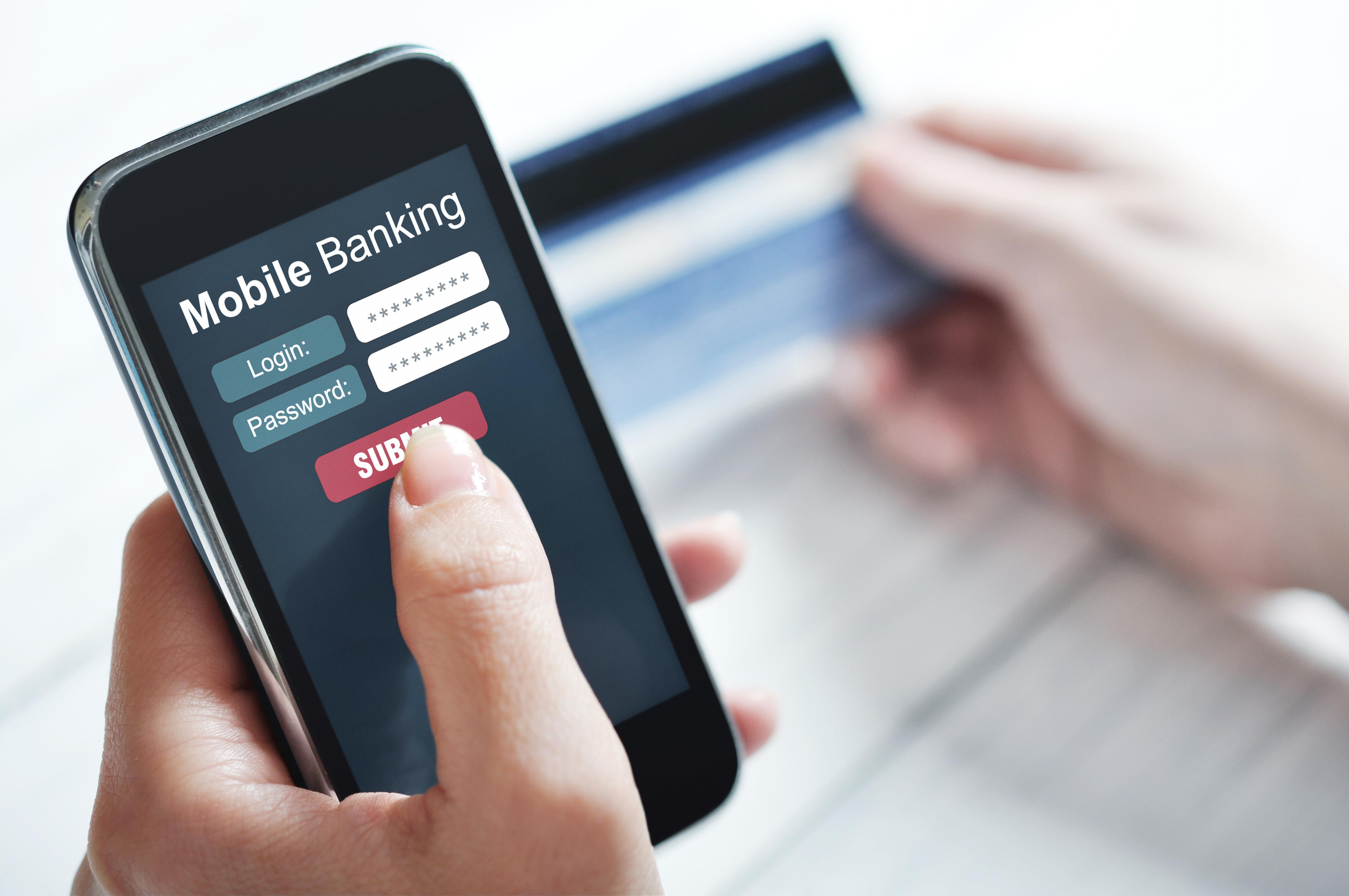 Românii efectuează plăți sau își gestionează banii cu ajutorul dispozitive mobile