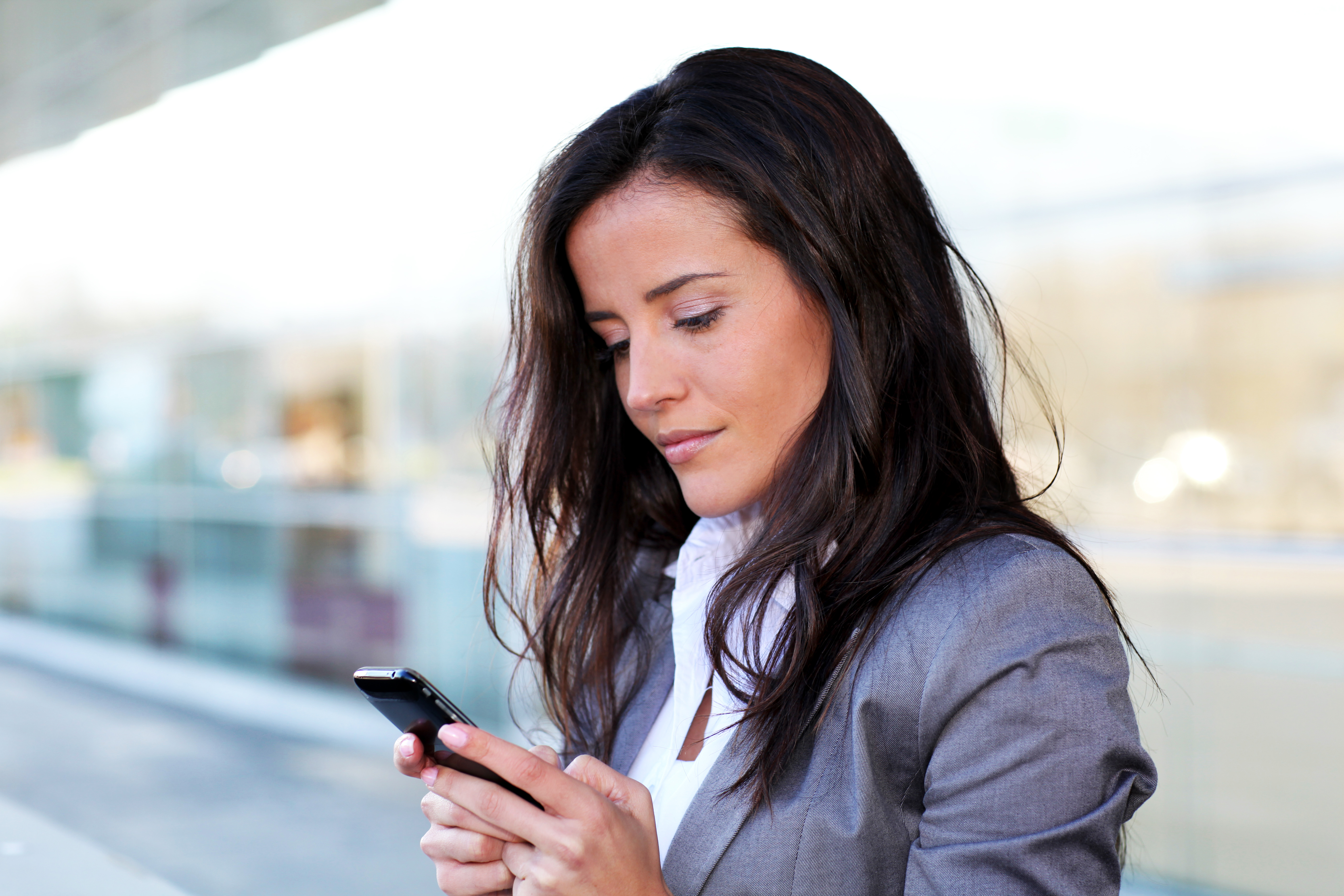 Peste 80% dintre posesorii de smartphone-uri accesează website-uri de pe dispozitive mobile
