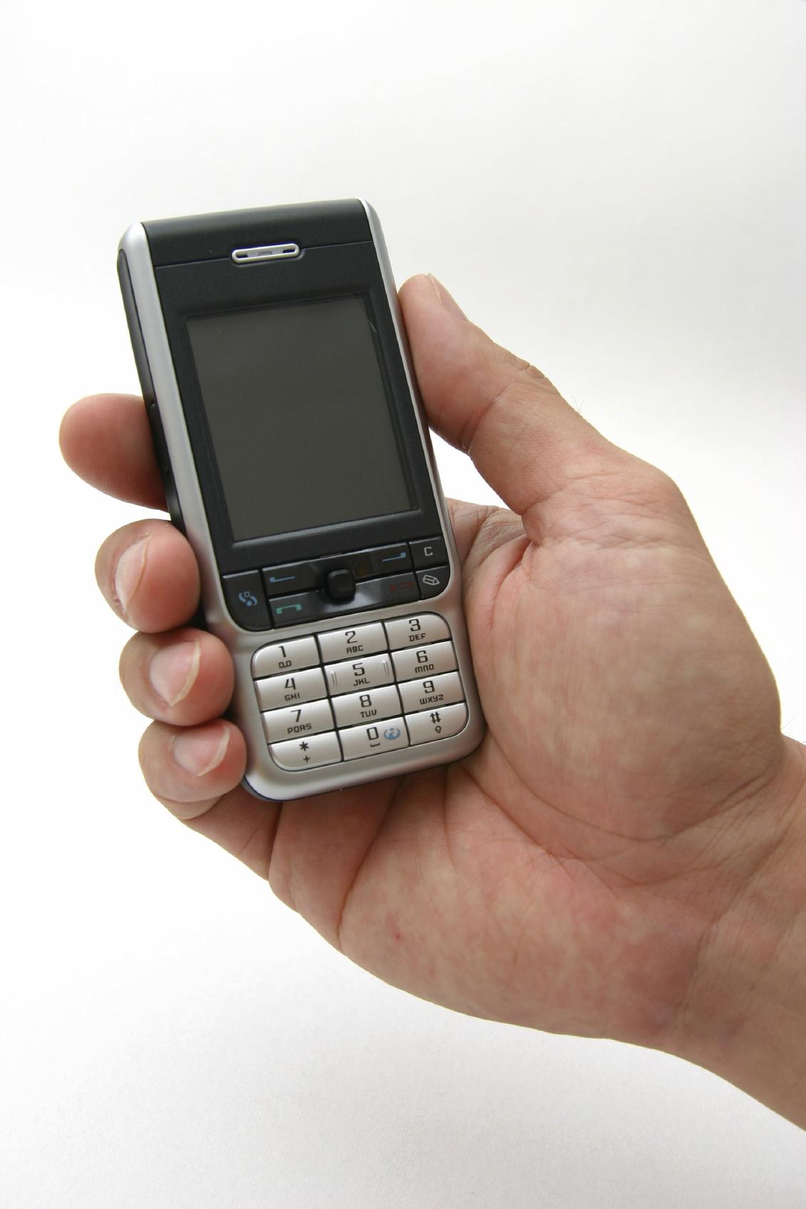 Guvernul renunta la taxa pentru operatorii de telefonie