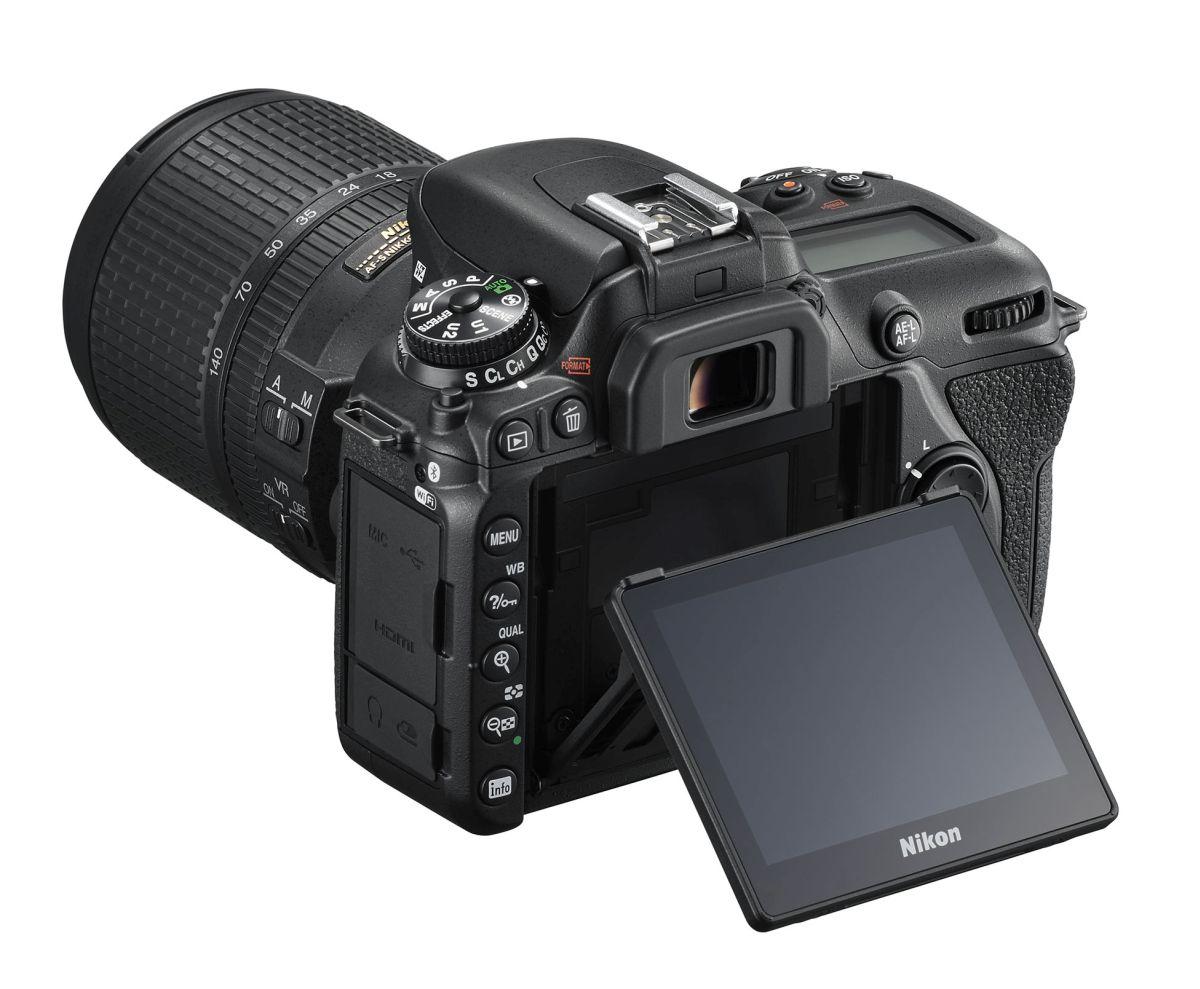 Noul aparat foto Nikon D7500