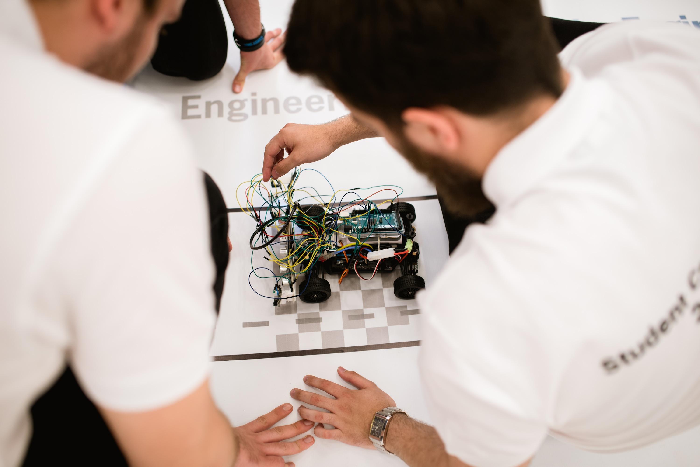 Prima competiție pentru studenți organizată de Porsche Engineering Romania și UTCN