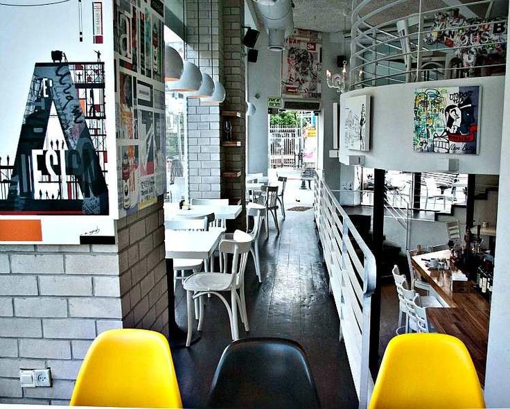 Soluții de supraveghere cu funcții inteligente pentru cafenele moderne