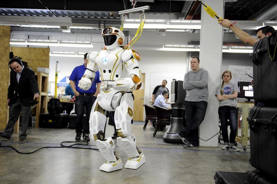 Un centru de robotică din Edinburgh revoluționează medicina