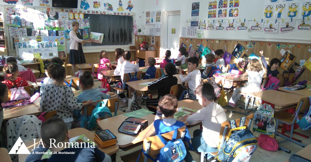 Educația financiară gratuită în școli și licee