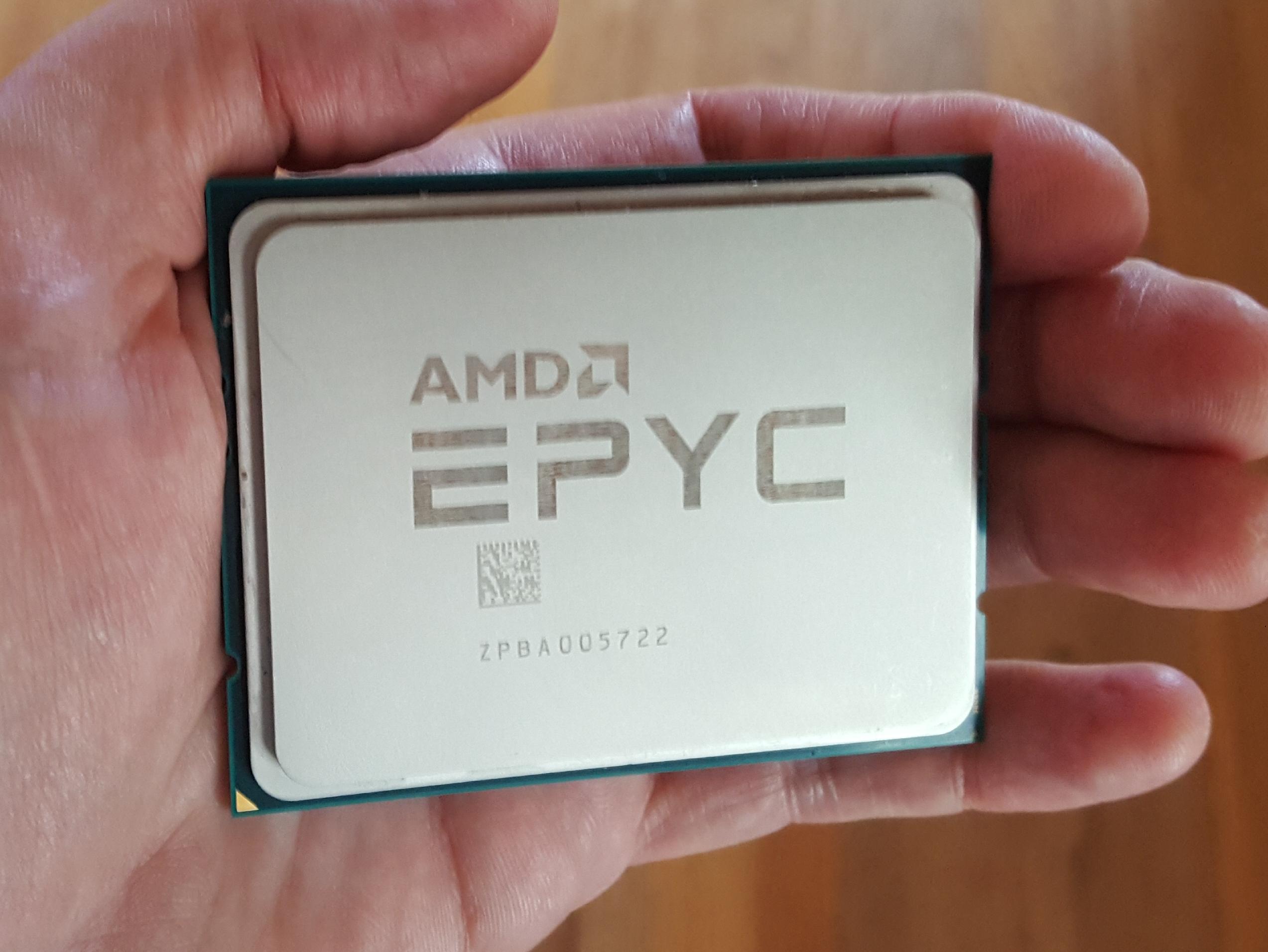 AMD reintră în segmentul datecenter cu EPYC