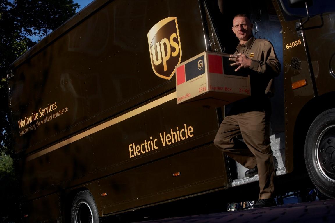 UPS se angajeaza sa utilizeze mai multe vehicule alternative