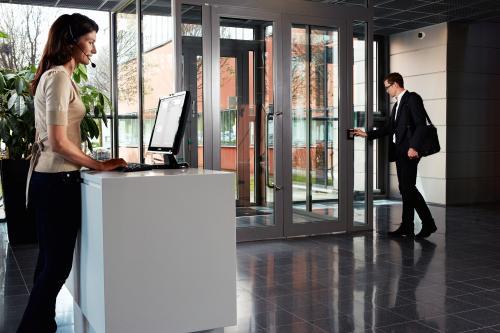 Axis si HID Global lanseaza in  premiera o solutie integrata de control acces IP