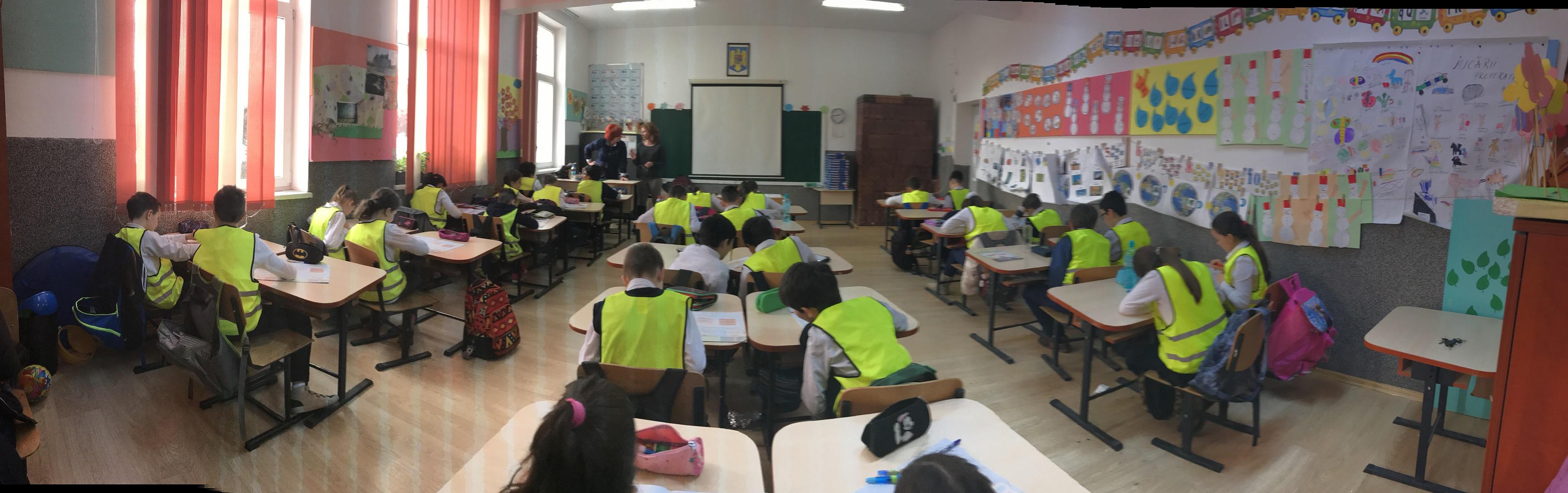 Elevi din șapte județe au studiat gratuit educație rutieră la clasă