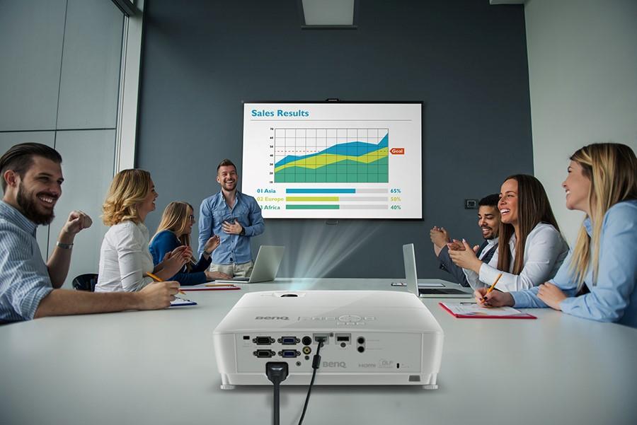 BenQ redefineşte conceptul de prezentare business, lansând noile modele de video-proiectoare din seria 500