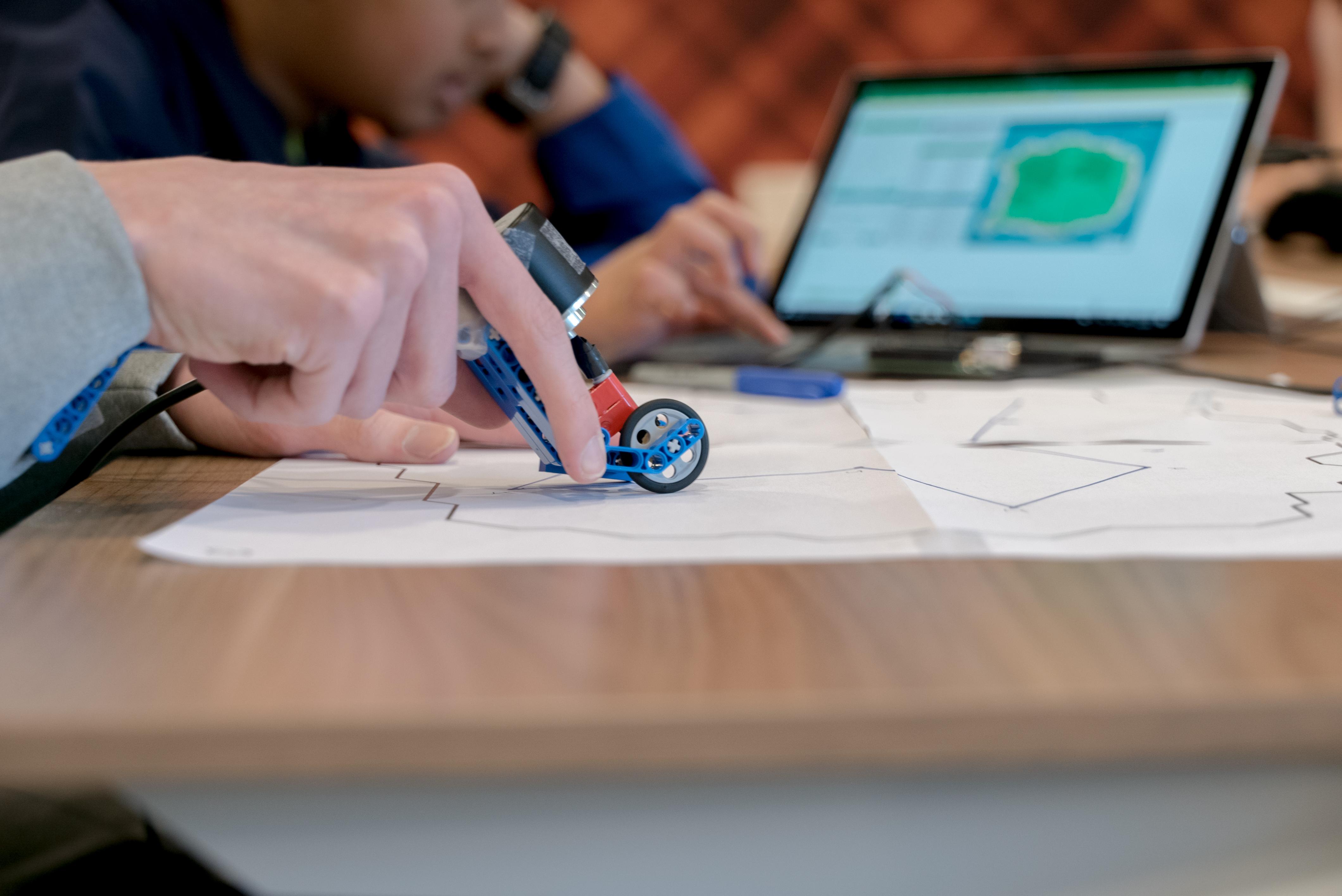 Platformele și aplicațiile pot transforma educația școlară