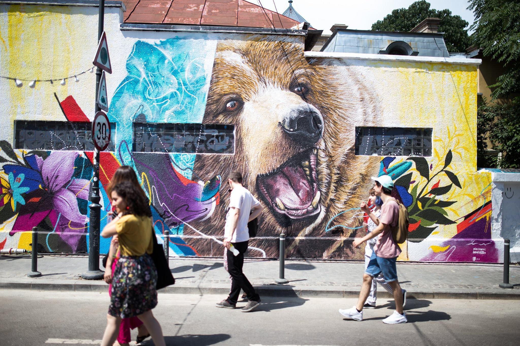 Street Delivery: Pictură murală de mari dimensiuni și muzică bună