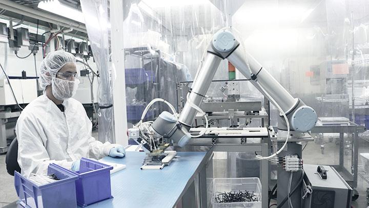 Piața roboților industriali va crește rapid în următorii trei ani