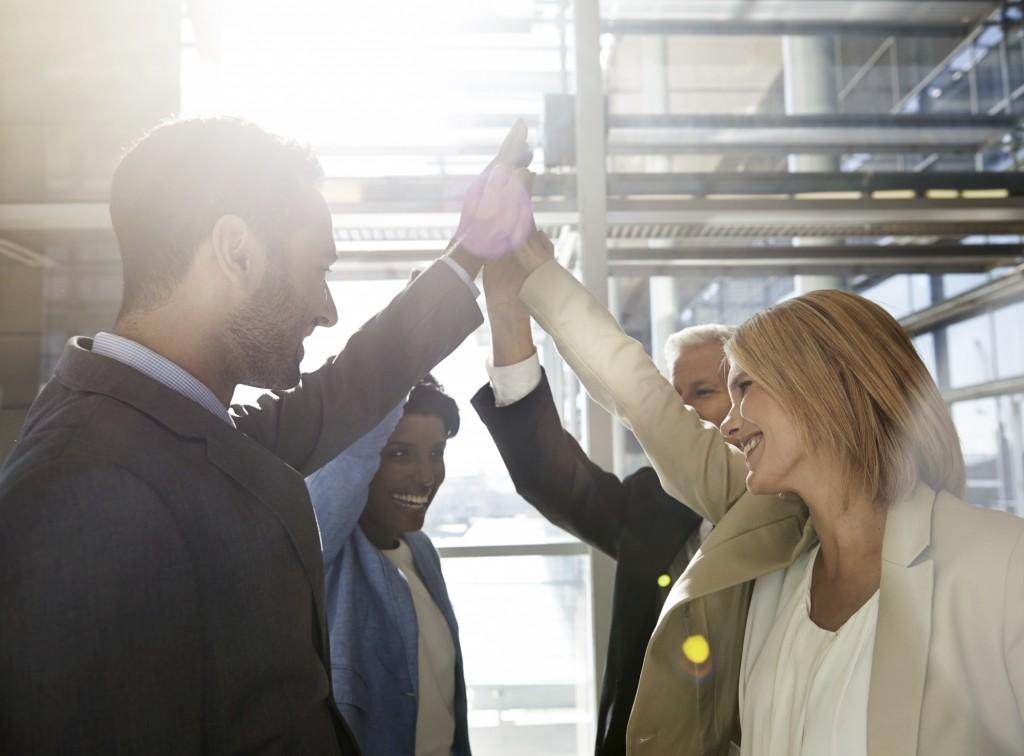Angajatii vor mai multă implicare socială din partea companiilor, iar tehnologia redesenează locurile de muncă