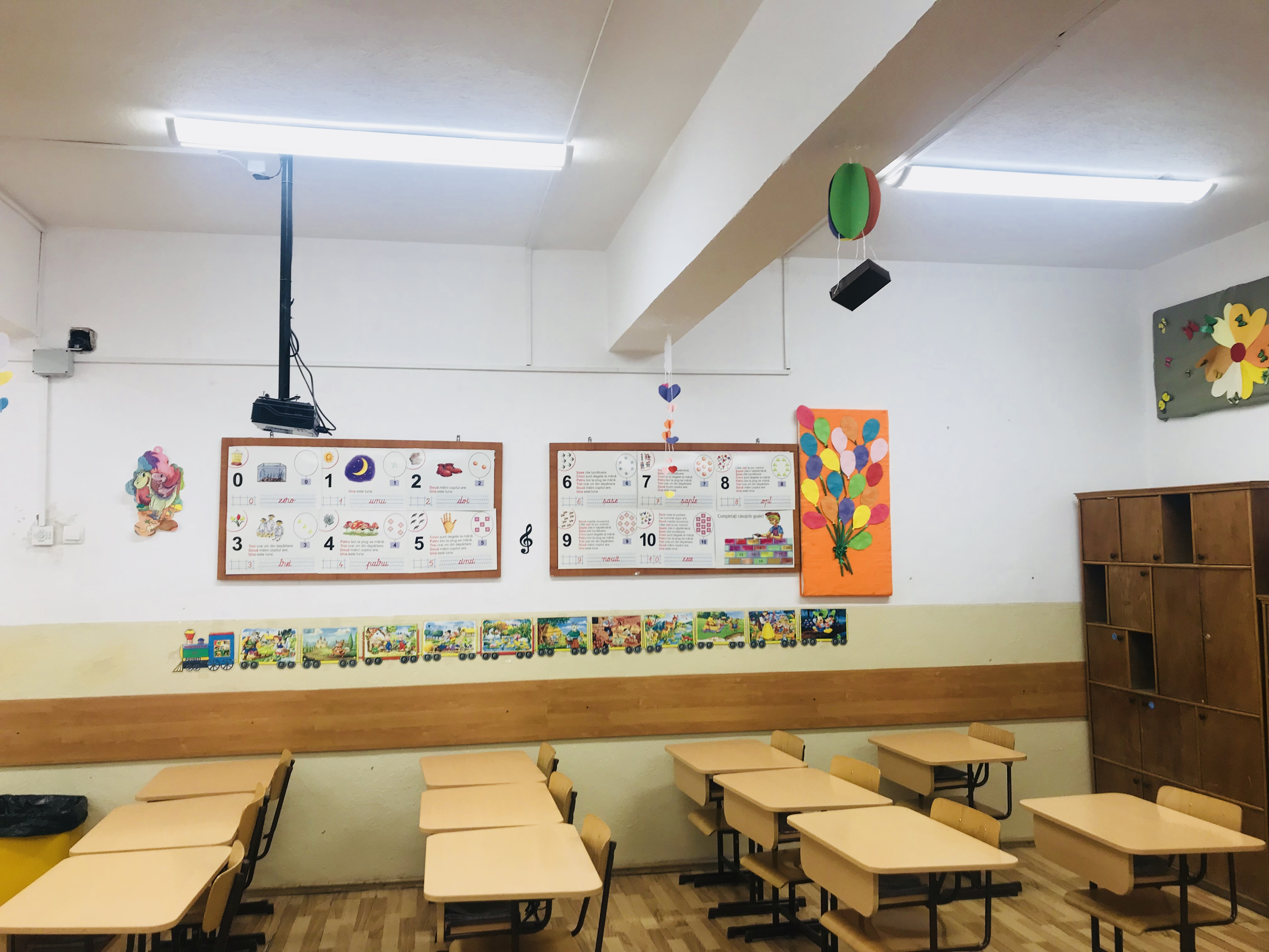 Sistem de iluminat inteligent pentru o şcoală gimnazială, marca Telekom Romania