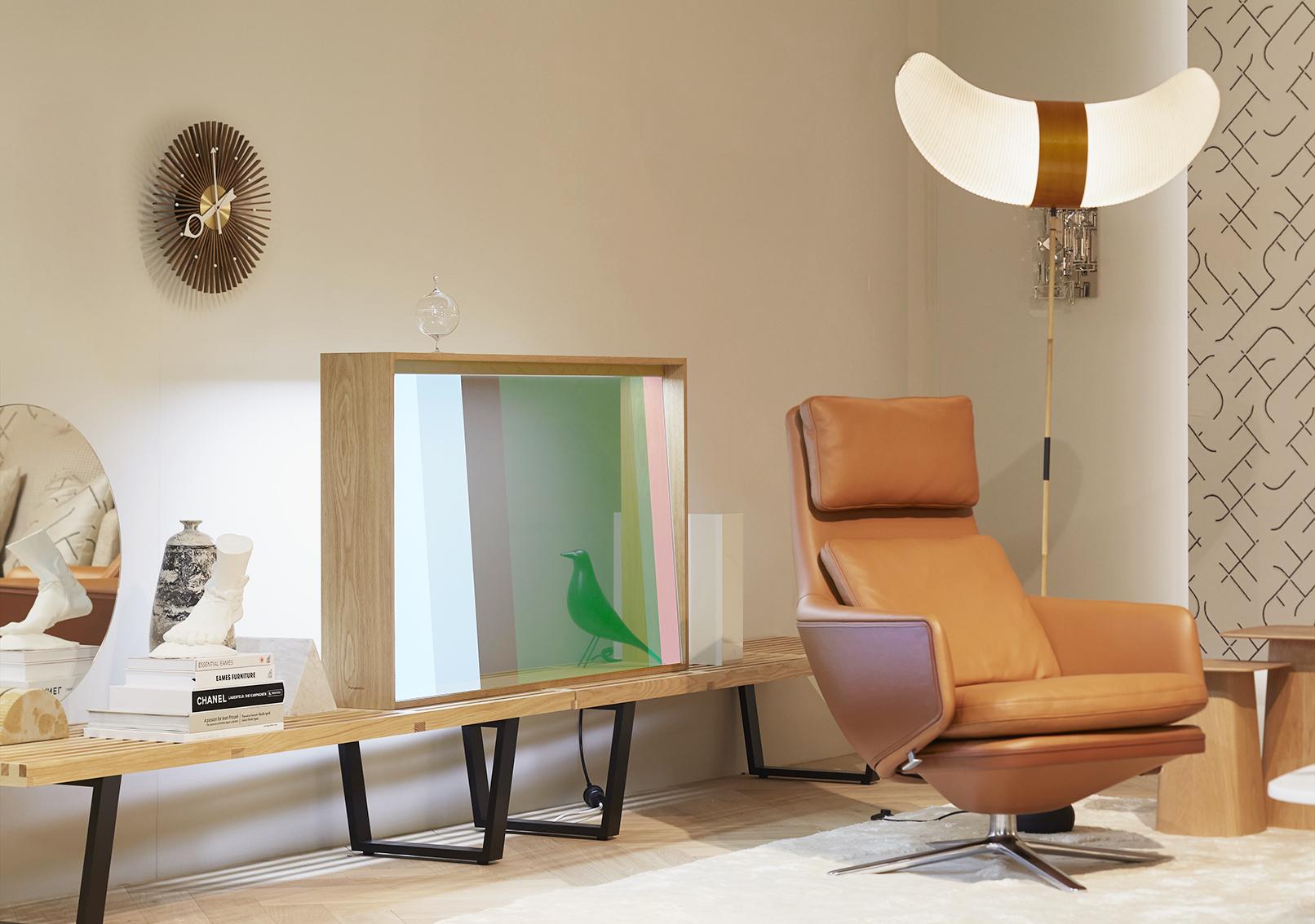 OLED transparent Panasonic la Salone del Mobile