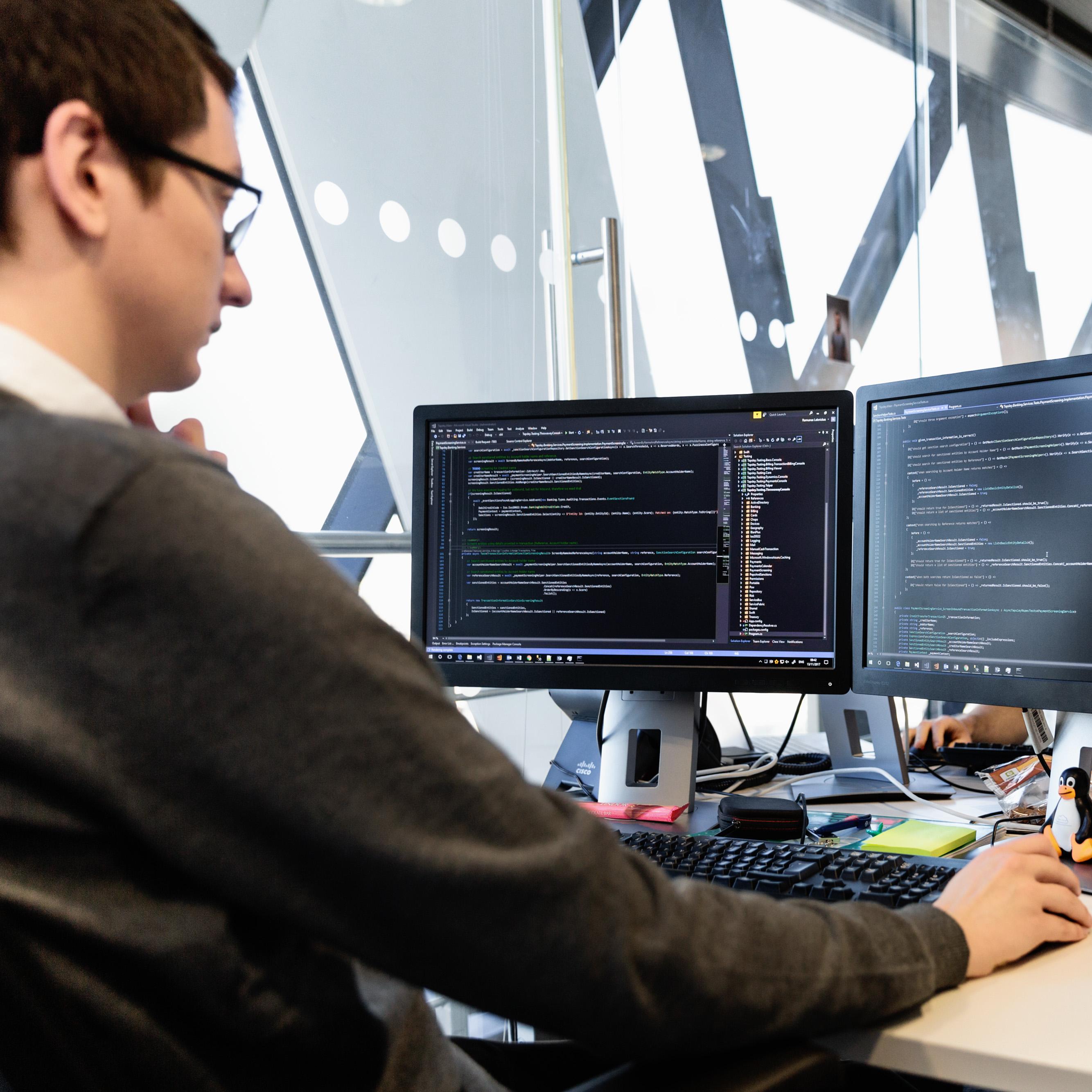 Dezvoltatorii de software din România au acces la proiectele Red Hat prin parteneriatul dintre Microsoft și Veracomp
