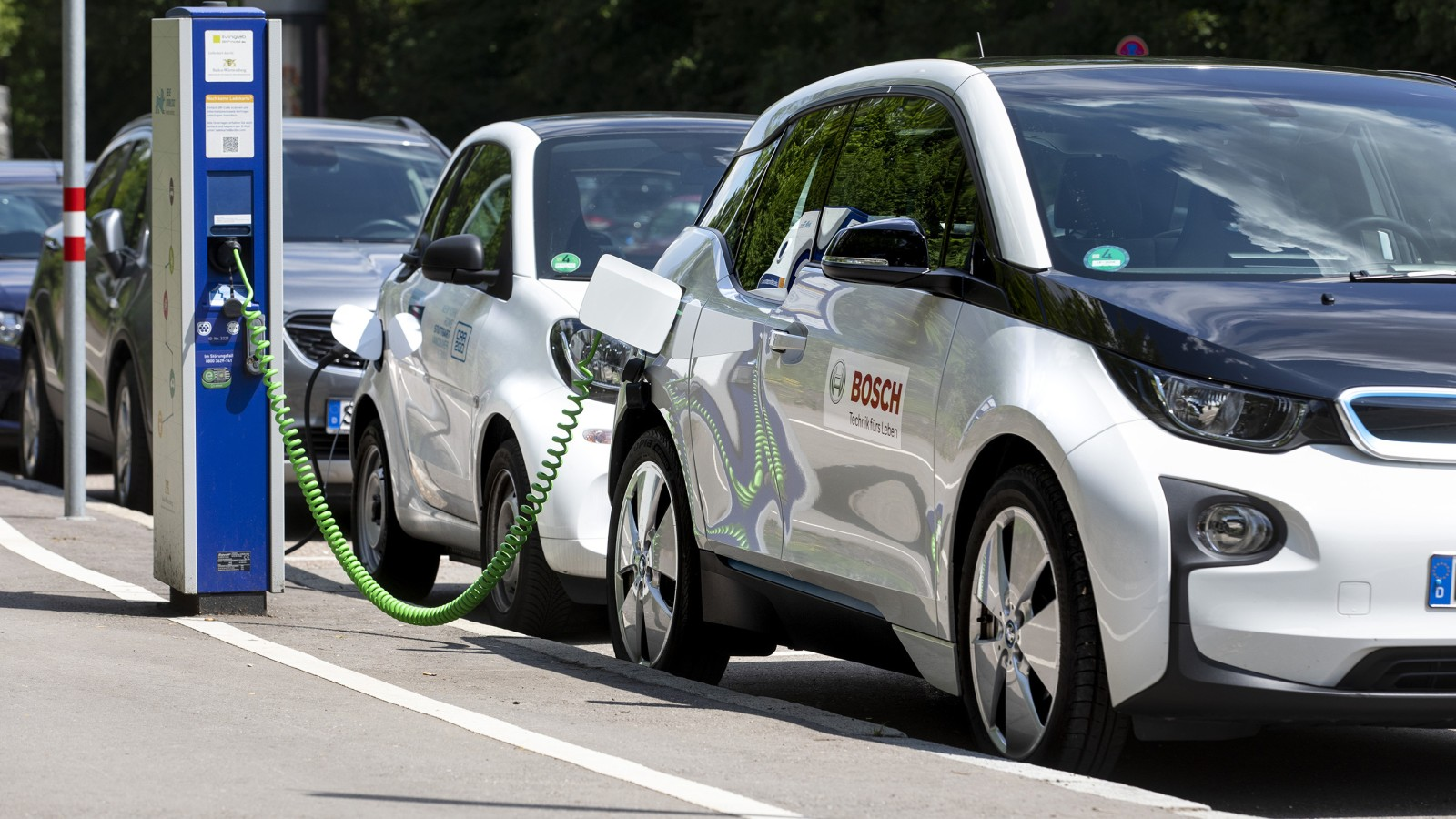Bosch utilizează datele prin cloud pentru a eficientiza bateriile pentru vehicule electrice