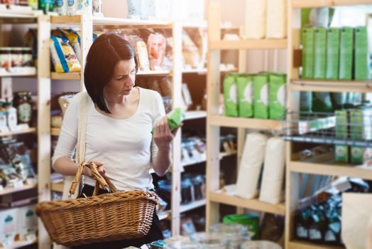 Românii se uită la eticheta produselor