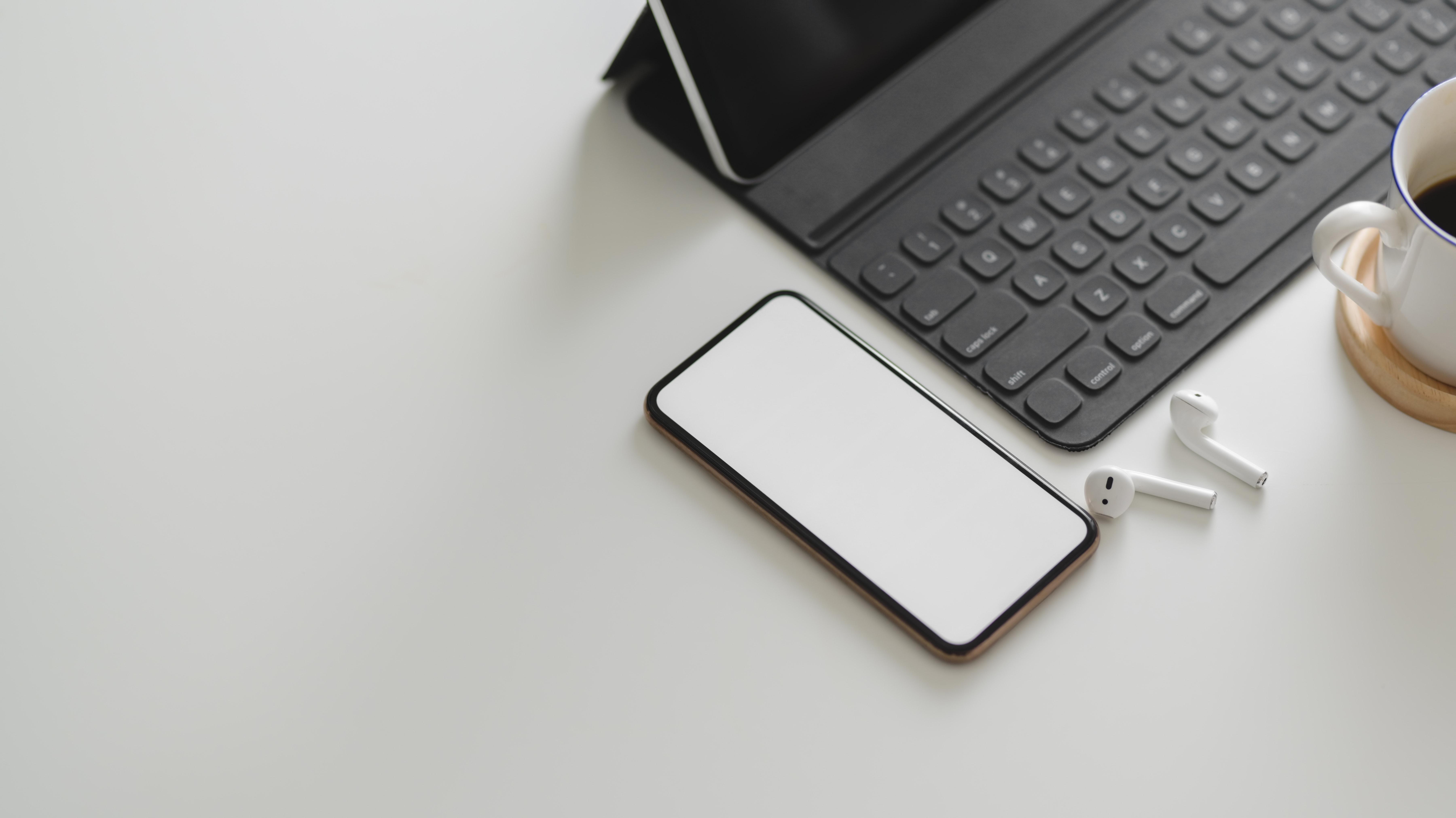 white-smartphone-near-black-keyboard-3821159