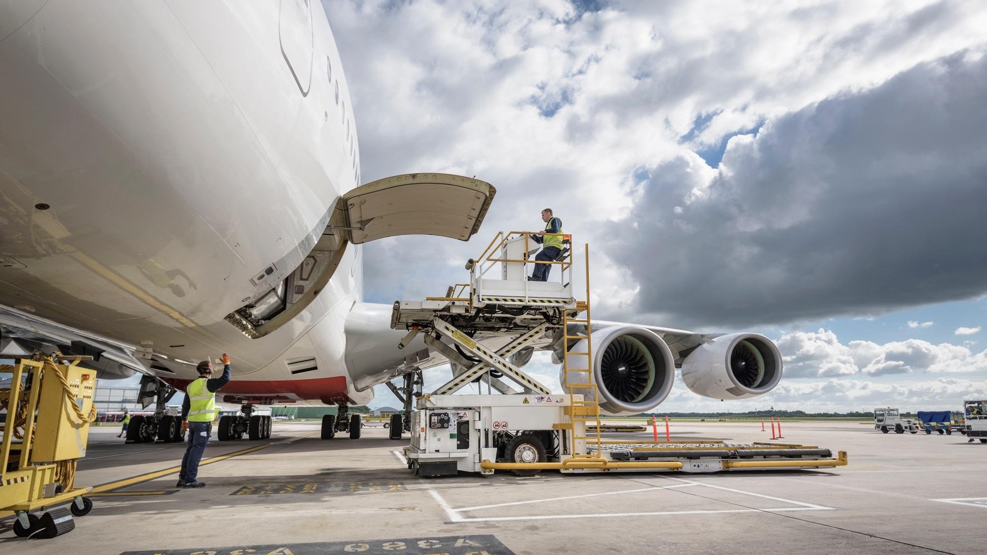 GEFCO asigură transportul de echipamente de protecție către medici stomatologi și companii din România