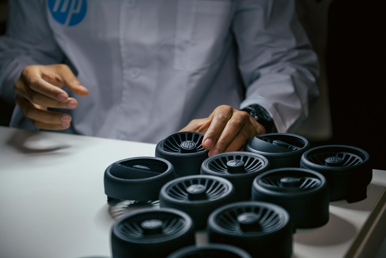 HP introduce primul material de tip polipropilenă, dezvoltând noi soluții 3D Printing și noi parteneriate