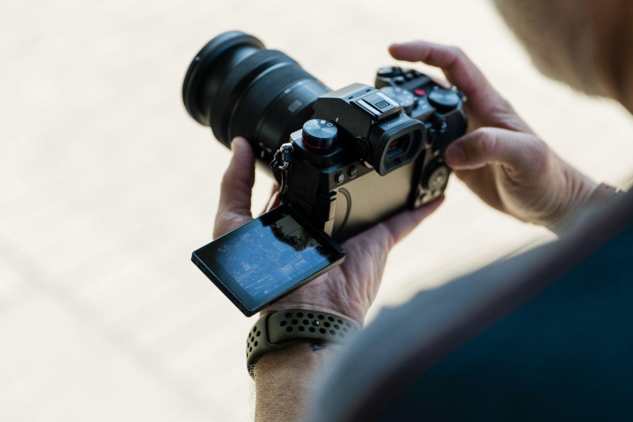 Nouă cameră hibridă mirrorless full-frame de la Panasonic