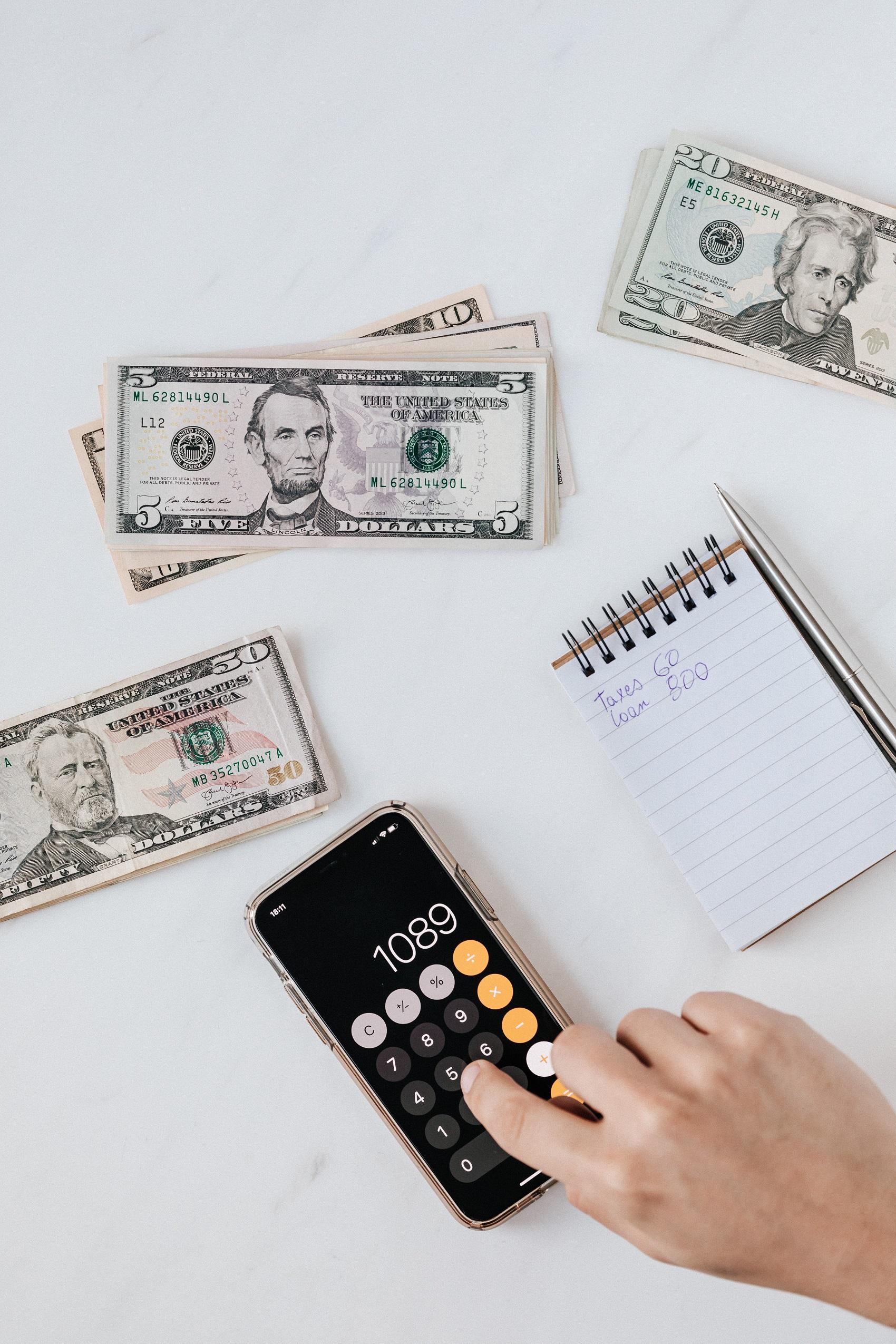 Plăţi instant cu telefonul între două conturi bancare diferite, fără a se folosi IBAN