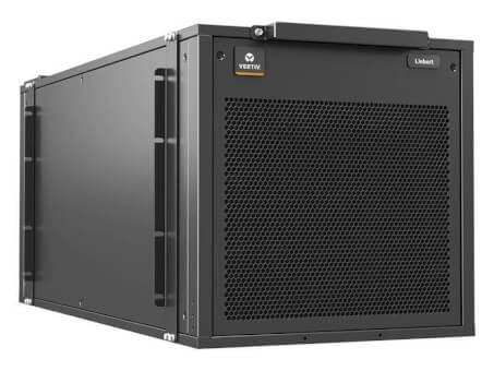 Soluția de răcire Plug-and-Play pentru spațiile IT de mici dimensiuni și Aplicațiile Edge ale Unității Vertiv™ VRC IT Rack Cooling