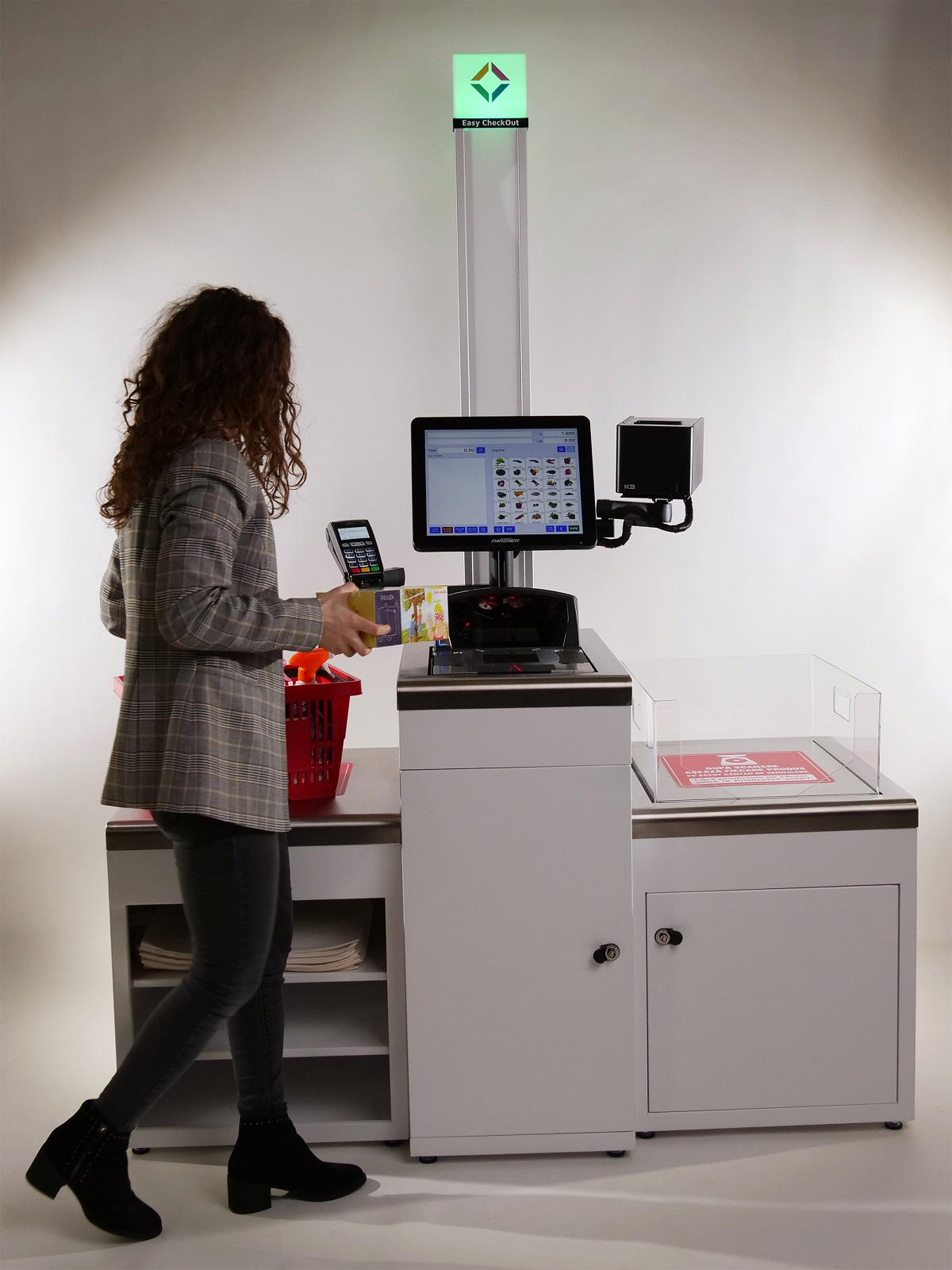 Primul sistem self-checkout fabricat integral în România
