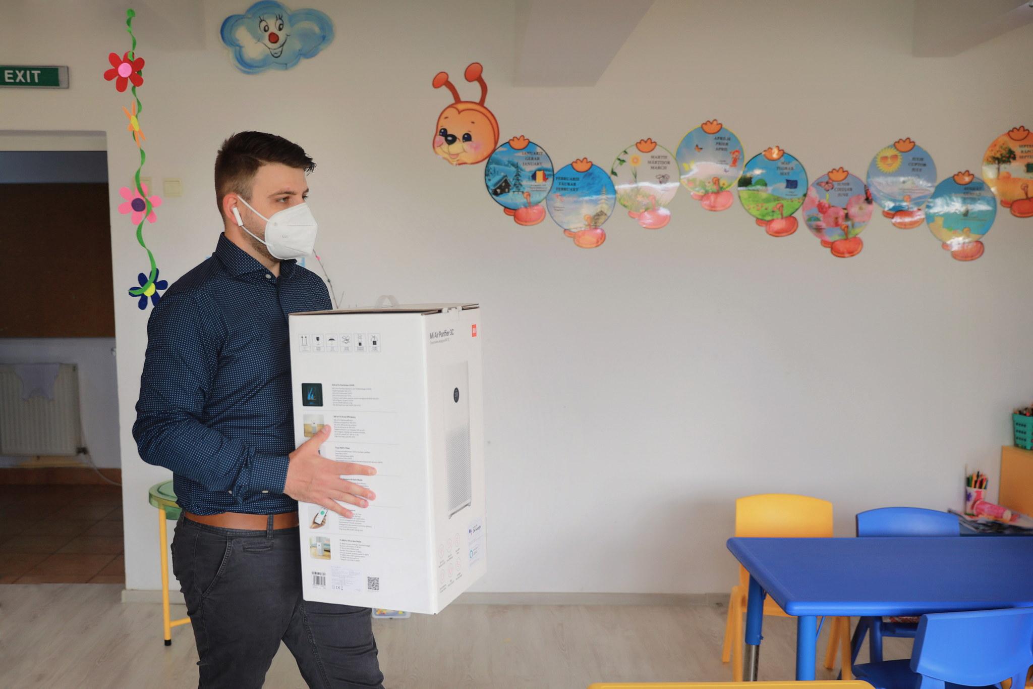 Xiaomi dotează 9 grădinițe din București cu purificatoare de aer