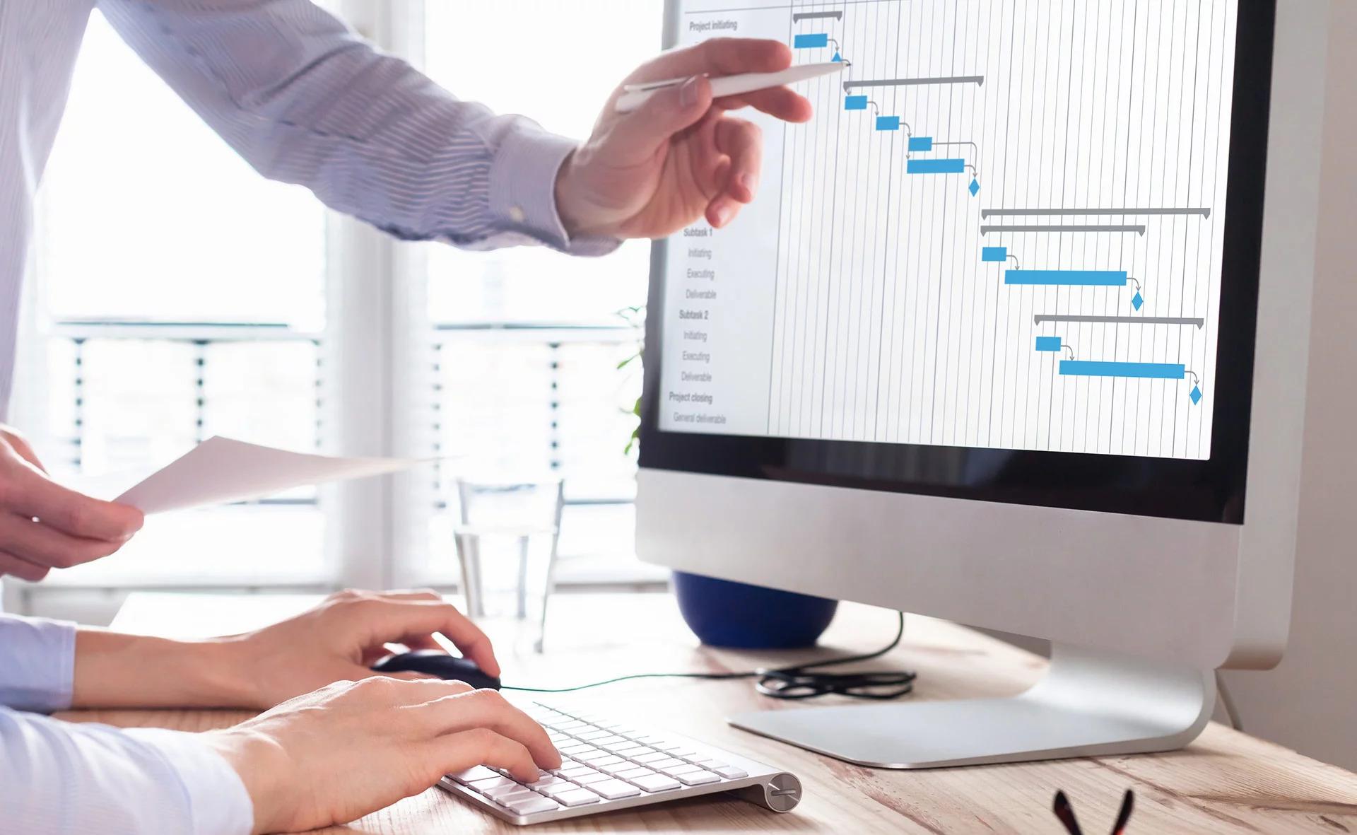 Cum te ajută un soft de salarizare să fii la zi cu legislația muncii și normele GDPR
