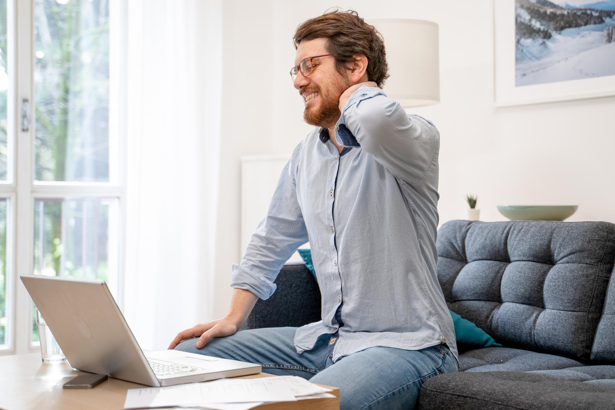 Lucrul de acasă ne afectează sănătatea digitală și fizică