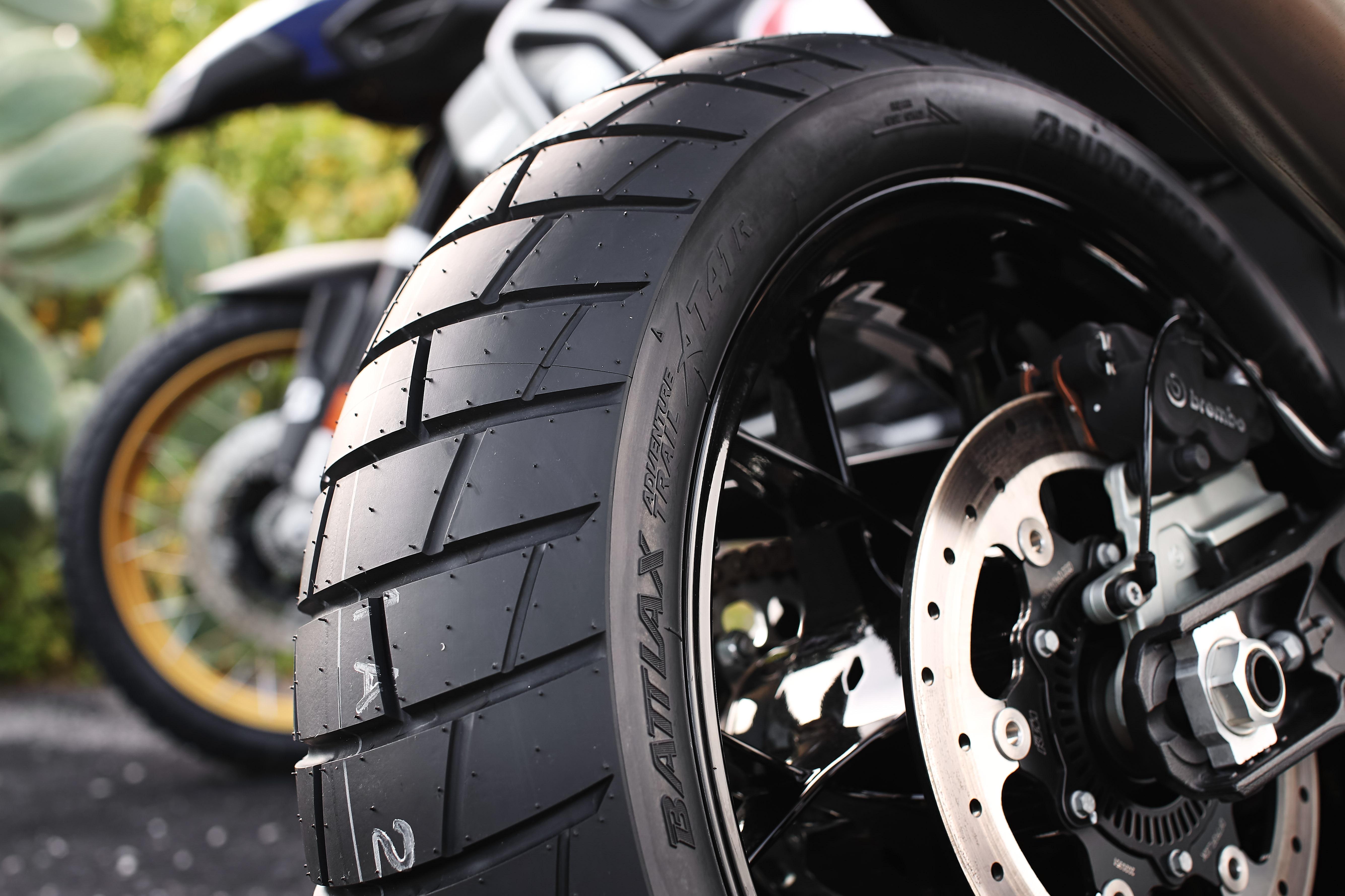 Cele mai noi anvelope Bridgestone de motocross și aventură