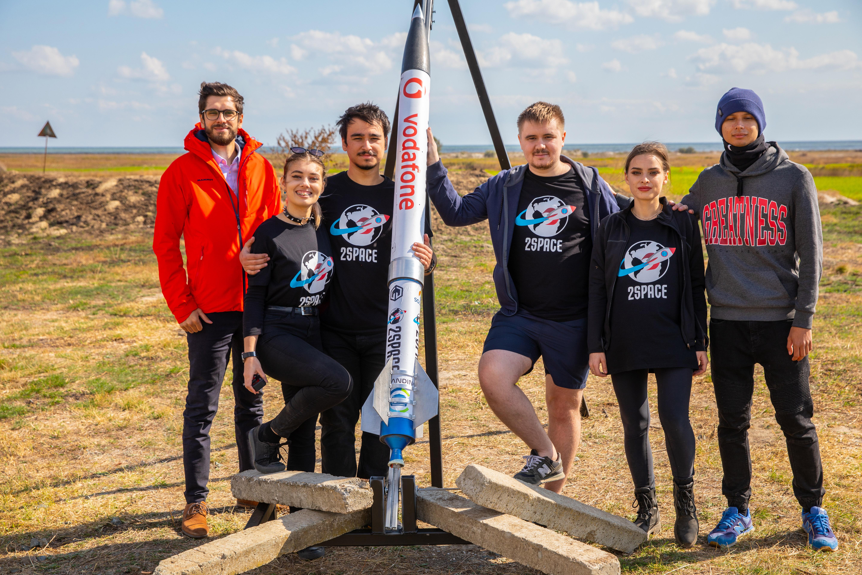 Vodafone Romania susține prima echipă românească la competiția European Rocketry Challenge din Portugalia